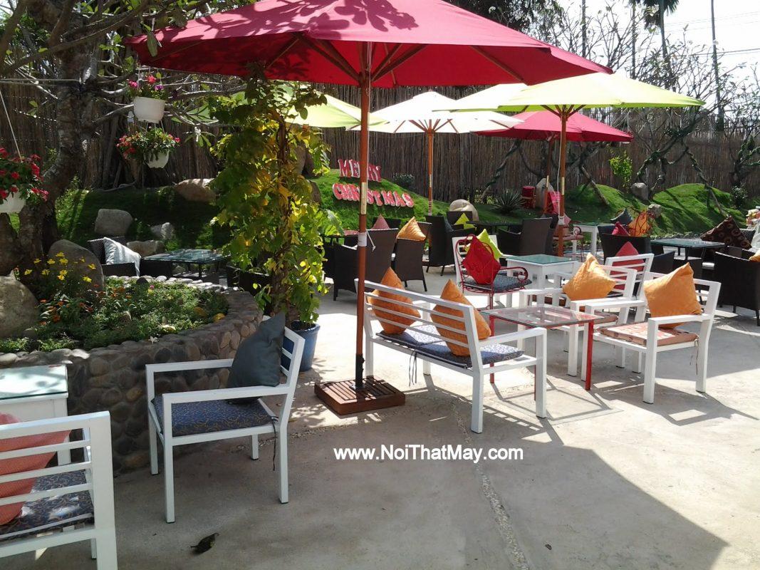 ban ghe safa may nhua Tai Cafe Art Garden