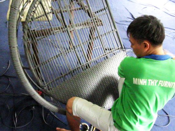 Hướng dẫn đan ghế hồ bơi nhựa giả mây MT426 với khung sắt mạ kẽm sơn tĩnh điện đan sợi mây nhựa