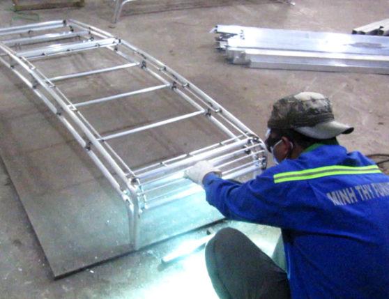 Ra mẫu giường tắm nắng nhựa giả mây khung nhôm dầy 1.2mm tại xưởng cơ khí Minh Thy Furniture