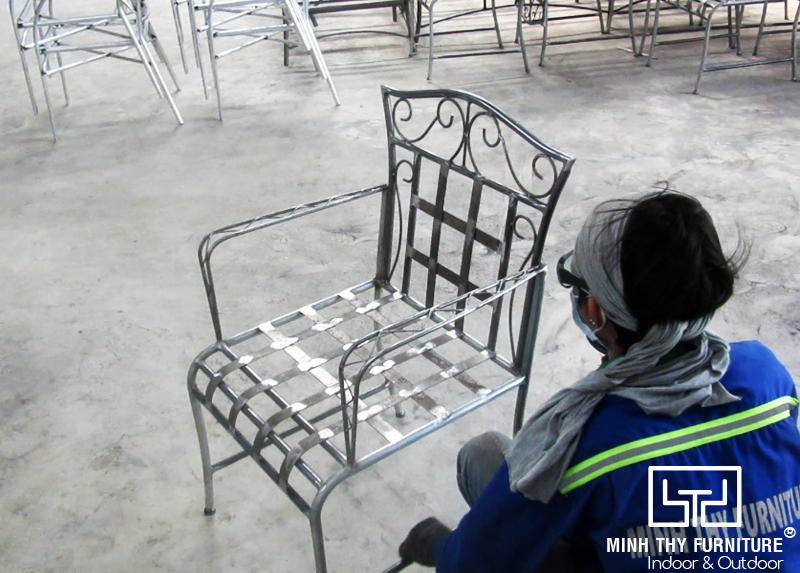 Hướng dẫn ra mẫu ghế sắt cafe sân vườn sơn tĩnh điện