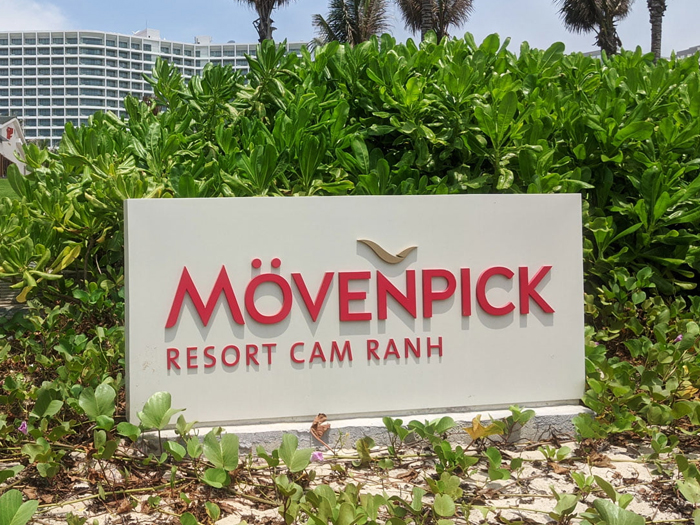 movenpick resort cam ranh ghe ho boi vai luoi textilene 1